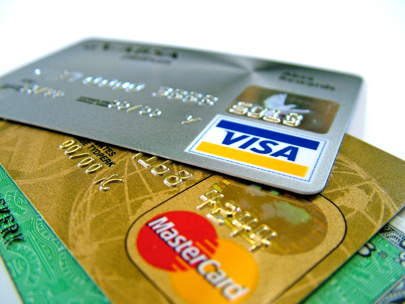 credit card interest: Credit Card Companies Going for Premium Customers to Survive
